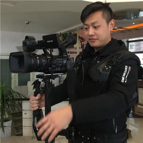 都江堰高级摄影师:周瑞