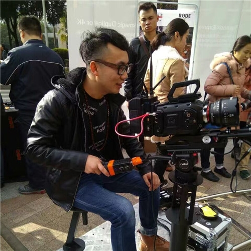 自贡高级摄影师:张勇